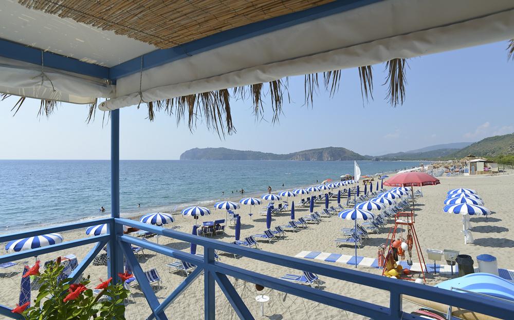 Blick vom Lido Michele über die Spiaggia Mingardo und das Capo Palinuro, Cilento, Kampanien, Italien