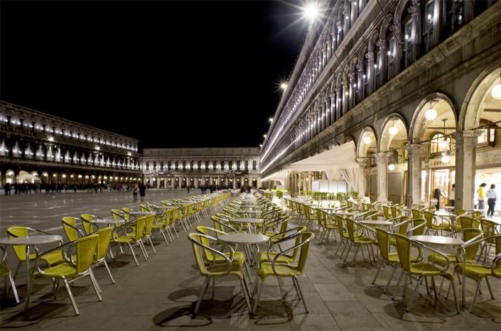 Die Piazza San Marco in Venedig bei Nacht