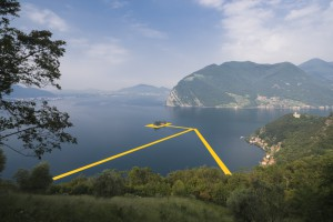 Auf dem Lago d'Iseo wird eine Kunstinstallation von Christo vorbereitet, welche die Monte Isola und Isola di san Paolo über begehbare, schwimmende Pontons mit dem Festland verbinden