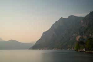 Steilküste bei Marone am Iseo-See bei Sonnenuntergang,Lombardei,Italien