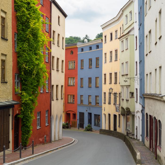 Mittelalterliche Häuserfassaden in der Altstadt von Wasserburg am Inn
