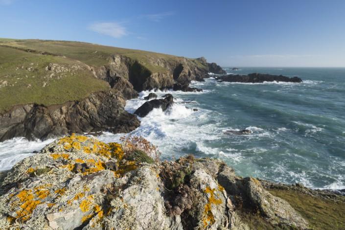 Felsenküste an der Lizard Peninsula, dem südlichsten Punkt der britischen Insel, Cornwall, England