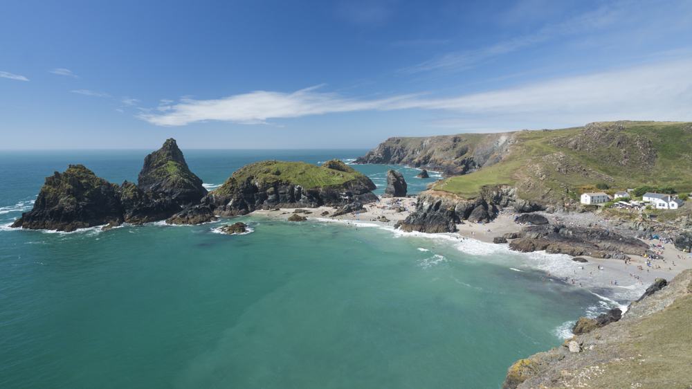Die Felsen und Strände an der Bucht Kynance Cove auf der Lizard Halbinsel, Cornwall, Grossbritannien