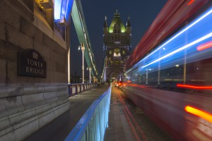 Auf der Tower Bridge bei Nacht, London, Grossbrittannien
