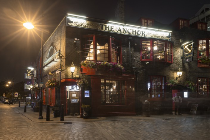 Pub 'The Anchor' am Themseufer bei Nacht, London, Grossbritannien
