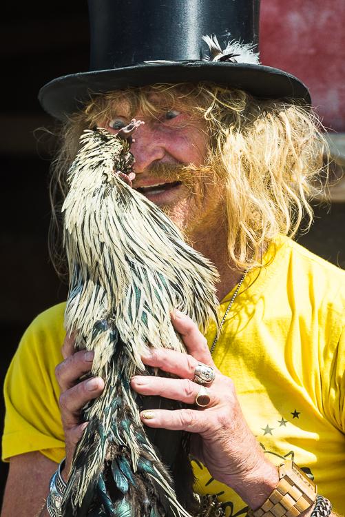 Zirkus Liberta - der Hahn wird hypnotisiert