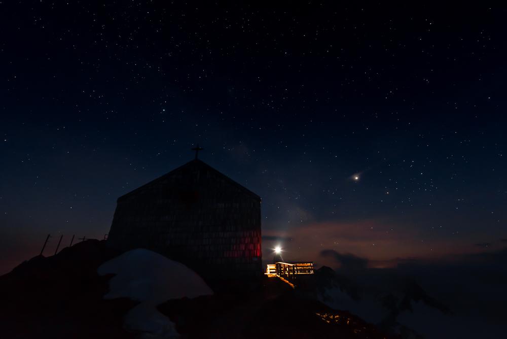 Sternenhimmel über dem Becherhaus, Stubaier Alpen, Südtirol, Italien
