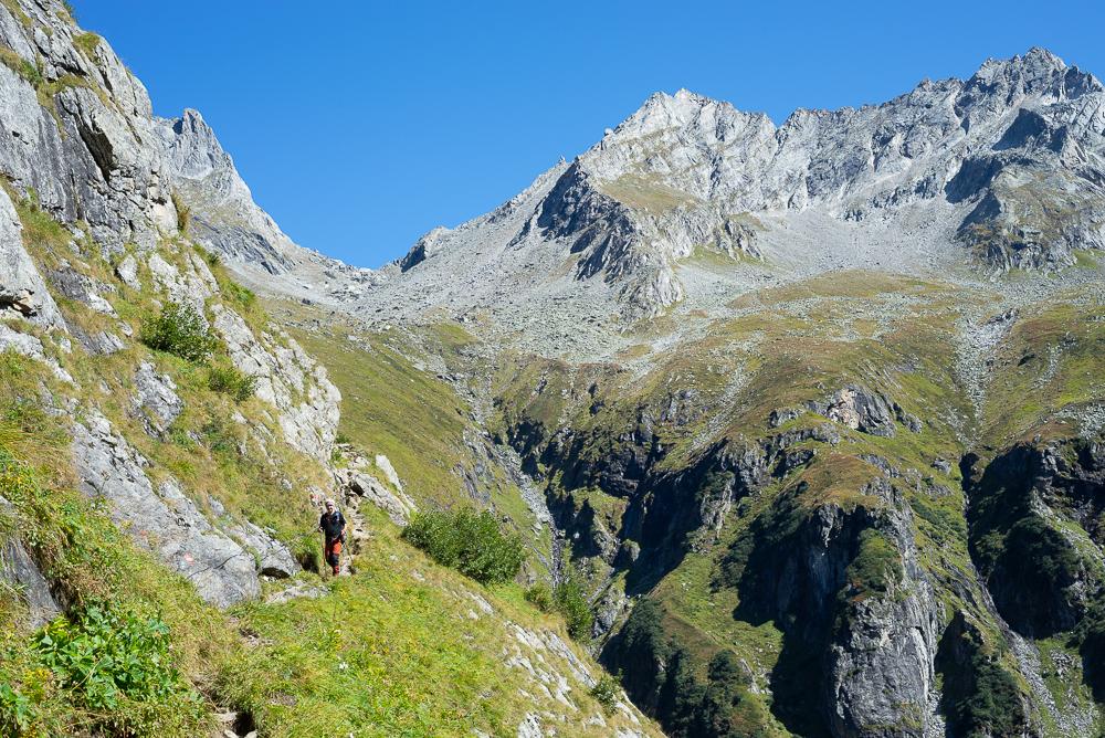 Abstieg von der Mörchenscharte in den Floitengrund auf dem Berliner Höhenweg, Zillertal, Tirol, Österreich