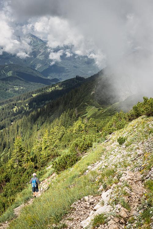 Wanderer auf dem Blaubergkamm, Bayern, Deutschland